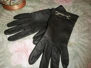 Женские перчатки из натуральной кожи, матовый чёрный цвет.
